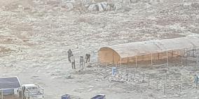 بعد ترحيل عائلات بدوية.. بؤرة استيطانية جديدة شرق رام الله