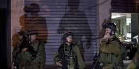 الاحتلال يسرق عشرات الاف الشواقل ويزعم ضبط سلاح