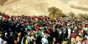 الاف يشاركون بمسيرة قرب قرية الخان الأحمر دعما لصمود أهلها