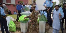 28 قتيلا على الأقل في هجوم انتحاري قرب مركز اقتراع في باكستان