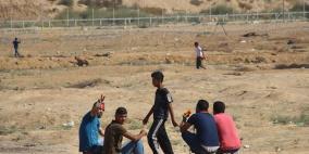 طائرات الاحتلال تستهدف مجموعة شبان شرق غزة