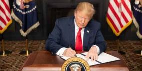هدد قادة طهران.. ترامب يوقع قرار إعادة فرض العقوبات على إيران