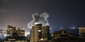 3 شهداء بينهم سيدة وطفلتها في غارات عنيفة على غزة