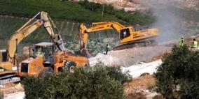 الاحتلال يجرف أراضي عينابوس لصالح التوسع الاستيطاني