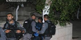 قوات الاحتلال تعتدي على المصلين أمام باب الأسباط