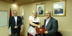 جامعتا القدس المفتوحة وسلوفاكيا الزراعية توقعان اتفاقية تعاون في المجال الزراعي