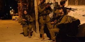 الاحتلال يعتقل 11 مواطناً ويصادر أسلحة