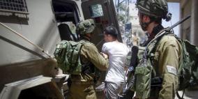 الاحتلال يعتقل شابا من بيت أمر على حاجز عسكري