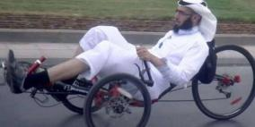 """وقف خدمات أستاذ جامعي """"فحط بدراجة هوائية"""""""