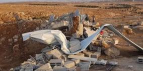 الاحتلال يهدم منزلين في الولجة وبركساً وبيوت بلاستيكية في يطا