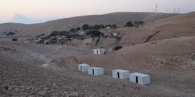 """بناء قرية """"الوادي الأحمر"""" تحديا للاستيطان في الخان الأحمر"""