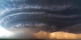 شديد الخطورة- أميركا تتأهب لمواجهة إعصار فلورانس
