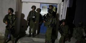 قوات الاحتلال تعتقل 12 مواطنا من الضفة