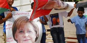 ميركل هددت بإلغاء زيارتها لإسرائيل إذا هدمت الخان الأحمر