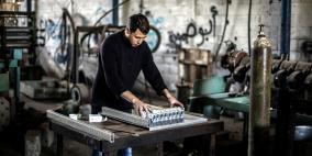 غزة تشيع مصانعها الى الانهيار وعمالها للمجهول
