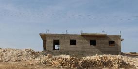 اخطار بوقف بناء منزلين في بلدة بيت عوا