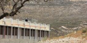 الاحتلال يغلق مدرسة جنوب نابلس بشكل كامل