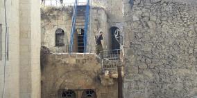 مستوطنون يقتحمون ثلاثة منازل في البلدة القديمة بالخليل