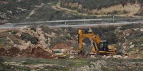 الاحتلال يقتلع 200 شجرة زيتون ويجرف 13 دونماً في بيت أولا