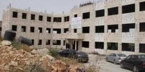 إغلاق عمارة قيد الإنشاء في محافظة رام الله والبيرة