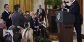 البيت الأبيض ينصاع لأمر قضائي بعودة صحفي اشتبك مع ترامب