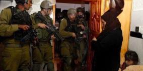 الاحتلال يعتقل مواطنا ونجله من عزون
