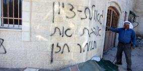 مستوطنون يهاجمون مركبات ومنازل المواطنين في بيتين