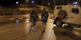 الاحتلال يعتقل شابين في الخليل بزعم العثور على أسلحة