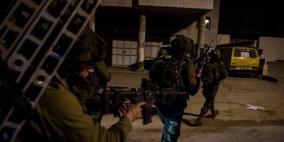 إصابة شاب بالرصاص الحي في مخيم الفوار