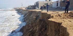 هل يبتلع البحر أخر قرية على حدود فلسطين البحرية؟