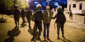 حملة اعتقالات بالضفة بينهم أسرى محررين ومواطنتين من رام الله