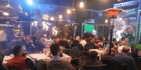 """الفلسطينيون يشجعون المنتخب الفلسطيني """"الفدائي"""" في رام الله"""