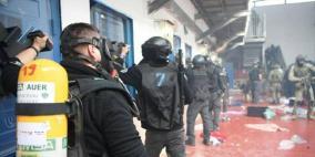 """أسرى """"عوفر"""" يضربون عن الطعام ويرفضون عقد جلسة مع ادارة السجن"""