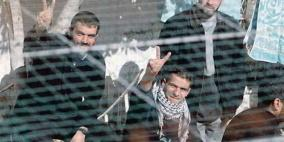 """بيان هام من أسرى سجن """"عوفر"""" حول اعتداءات الاحتلال"""