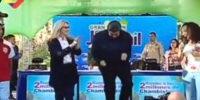 فيديو: مادورو يفاجئ الفنزويليين برقصة مع السيدة الأولى