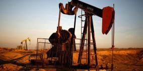 النفط يرتفع وإشارات على تقلص المعروض
