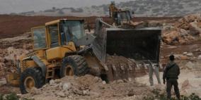 الاحتلال يعيد تجريف طريق خلة الضبع