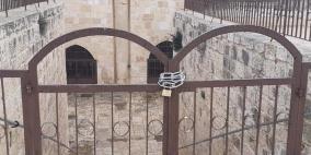 دعوات للصلاة أمام باب الرحمة في الأقصى بعد إغلاقه من قبل الاحتلال