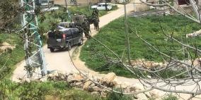 صور.. الاحتلال يحاصر قرية دير نظام ويحولها لثكنة عسكرية
