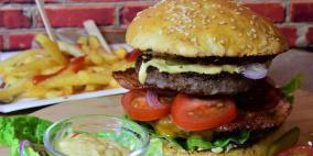 تناول الأطعمة الدهنية في أعمار مبكرة يزيد من خطر الإصابة بالأمراض