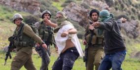 مستوطن يعتدي بالضرب على أمين مستودع لجنة إعمار الخليل