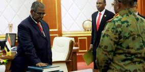 رئيس الوزراء السوداني الجديد يؤدي اليمين وسط تظاهرات جديدة