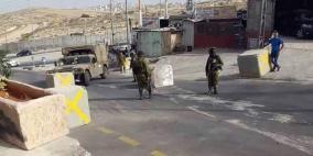 قوات الاحتلال تهدد أهالي حزما