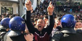 فيديو.. جرحى في اشتباكات بين متظاهرين والأمن الجزائري