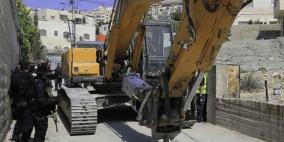 الاحتلال يخطر بهدم منزلين في منطقة بير عونة بمدينة بيت جالا