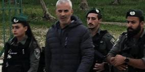 الاحتلال يعتقل حارسا من الأقصى ويستدعي آخر للتحقيق