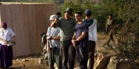 مستوطنون يهاجمون منازل المواطنين شرق يطا