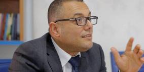 الحكومة تدين الاعتداء على  أبو سيف ونقابة الصحفيين تطالب بمحاسبة المعتدين
