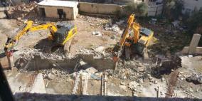 هدم مبنى تابع لمدرسة في مخيم شعفاط