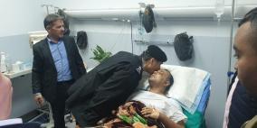 اللواء عطا الله يزور أبو سيف في مجمع فلسطين الطبي